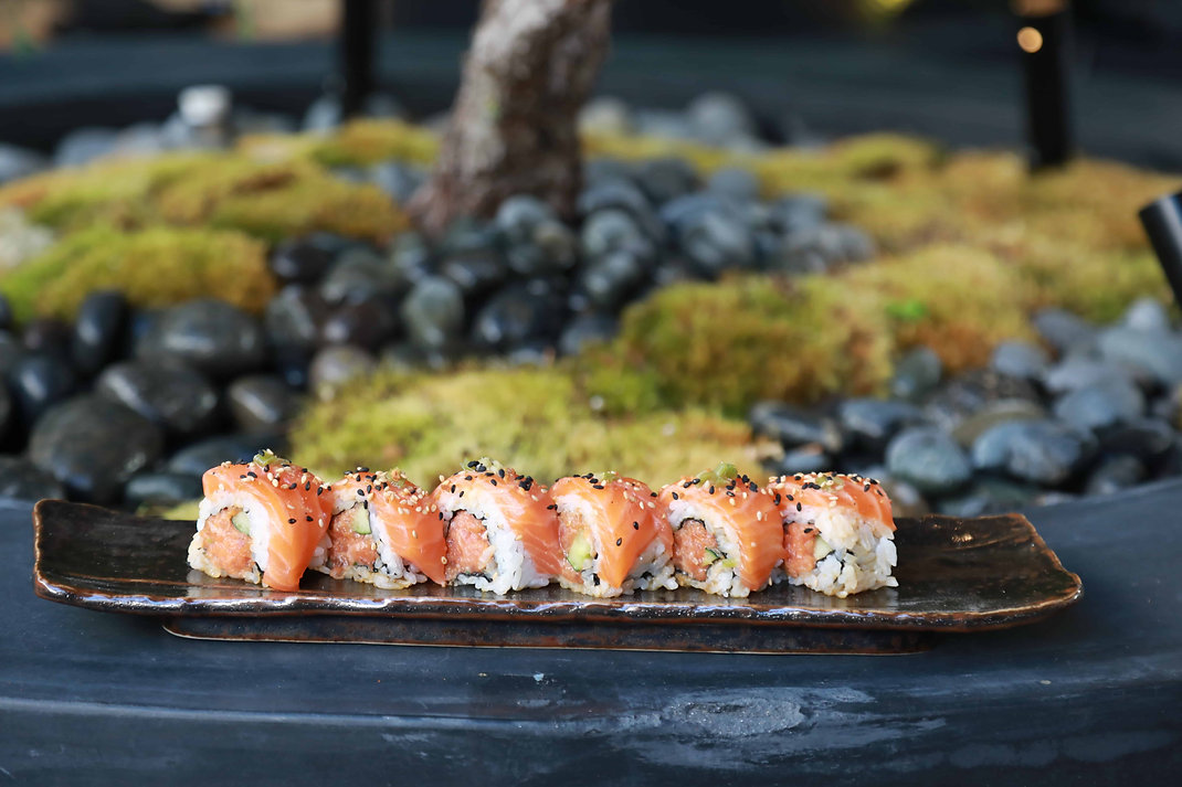 sushi roll from taisho japanese restaurant and bar in sherman oaks