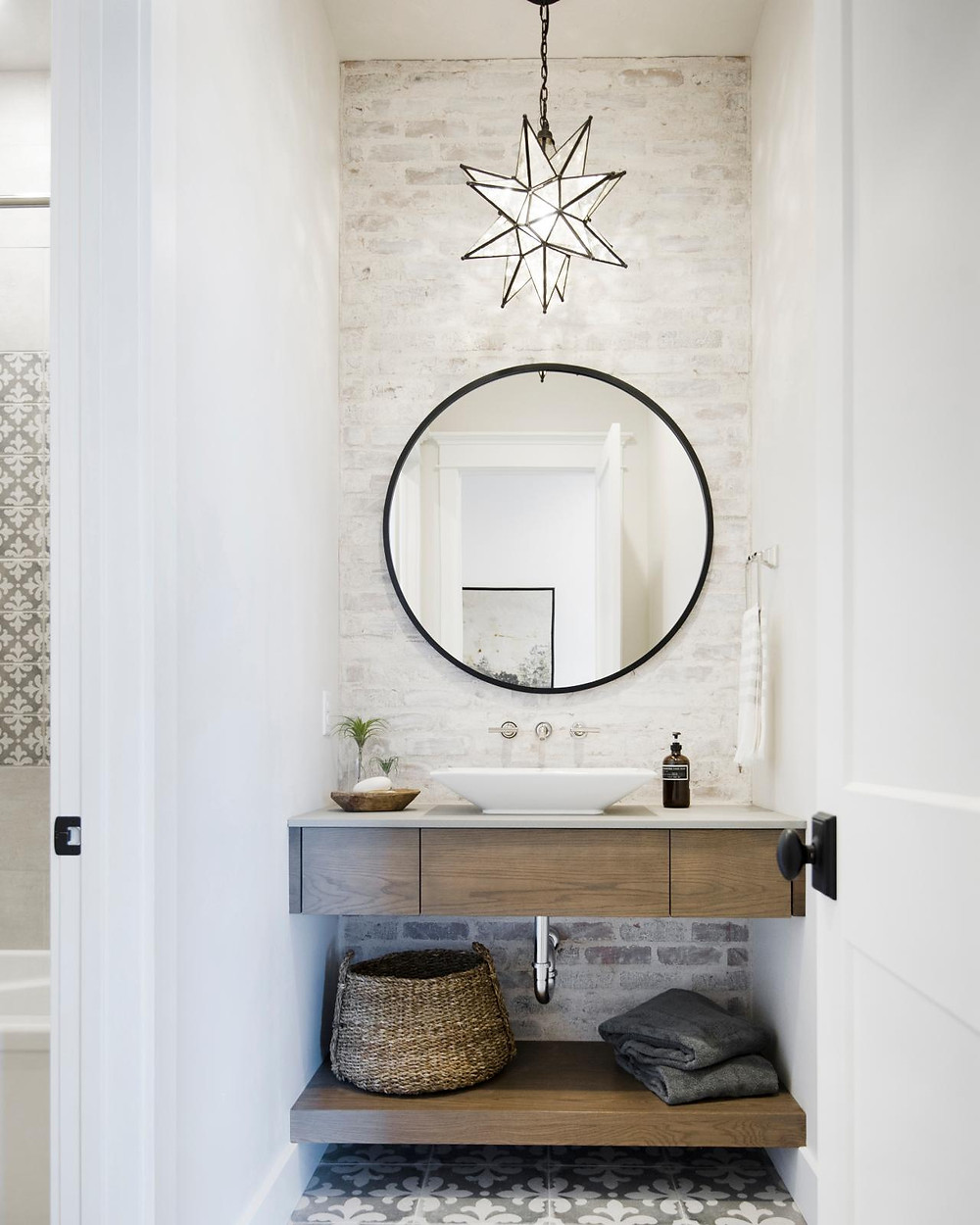 beachy bathroom with wood floating vanity and star chandelier pendant light