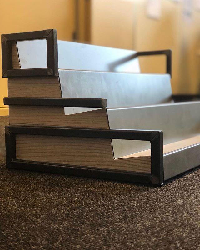Mobiletto da banco in ferro verniciato trasparente