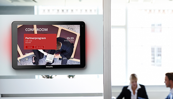 Pronestor-Meeting-Room-Tablet