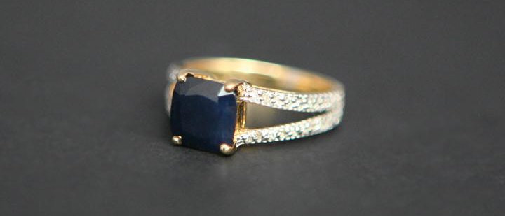 Stunning Sapphire & Diamond Dress Ring