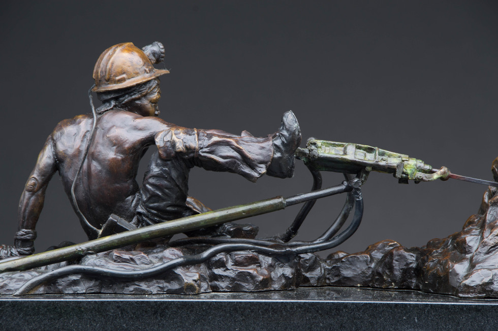 Stope Driller. Height 17cm x 41