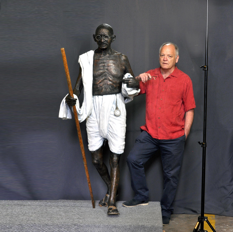 Gandhi Gandhi, Life-size 3