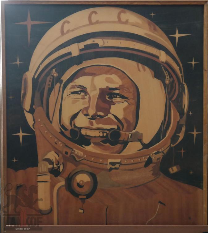 Портрет Гагарина в технике маркетри