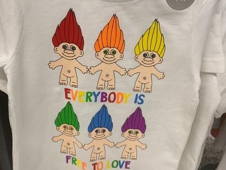 Rede de Supermercados vende camisetas com mensagens para pedófilos.