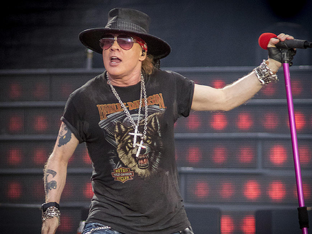 """Guns N' Roses """"estreia"""" Absurd em show com estádio lotado"""