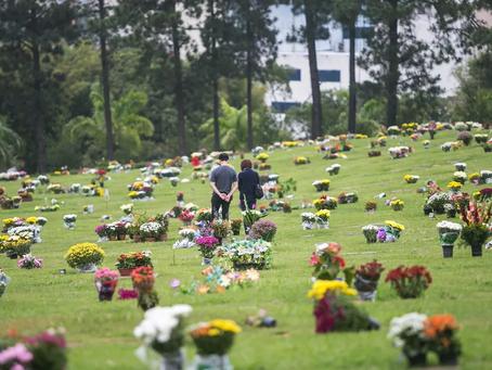 Prefeituras avaliam se liberam acesso aos cemitérios no Dia de Finados