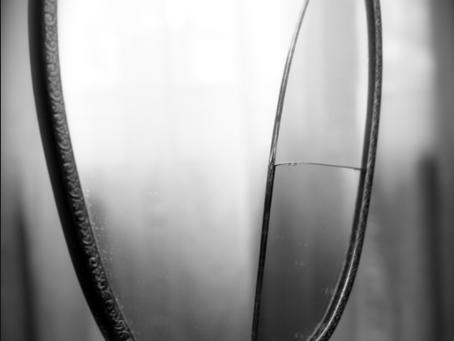 O espelho sem reflexo.