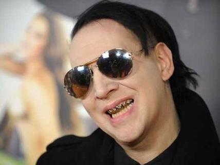 """Marilyn Manson se entrega à polícia por causa de um suposto """"incidente de cusparada"""""""
