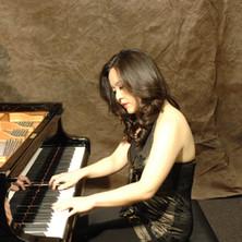 HRJ_Promo_w:piano_1.JPG