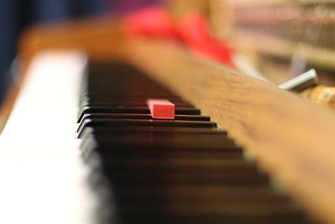 Musikschule, Service am Klavier, Frank W