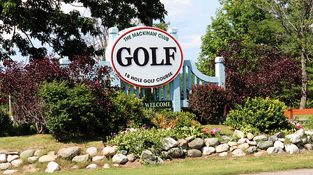 Mackinaw Club 18 hole golf course entrance sign