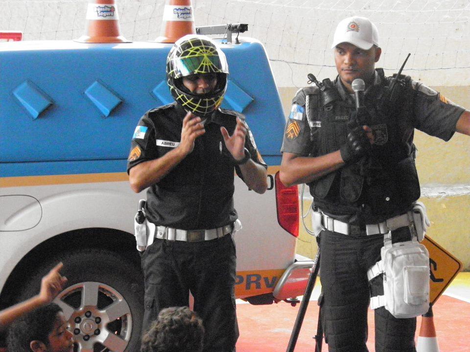 Policia Educativa06