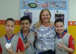 Gloria Jornal 3 medalhas.jpg