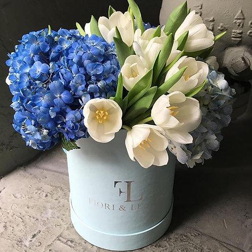 Blue love! Hydrangeas & Tulips