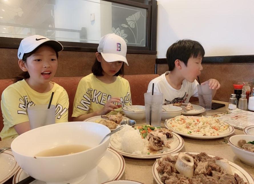 친구들과 함께 식사