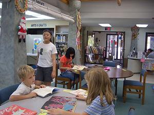 원어민 학생과 도서관에서 공동 프로젝트.JPG