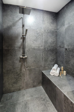 Essa Facial Suite - Shower room