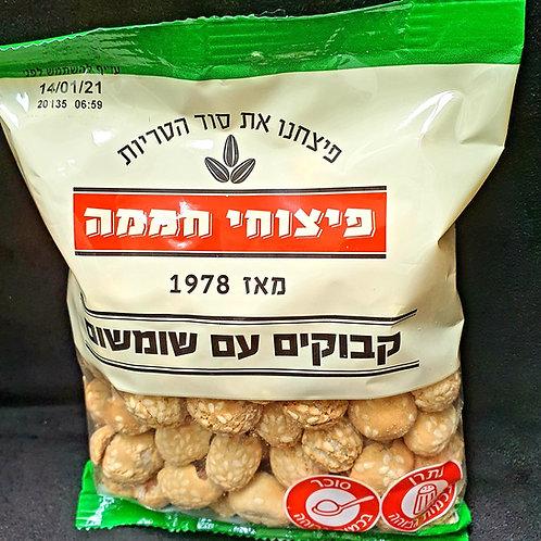 Erdnüsse im Teigmantel mit Sesam