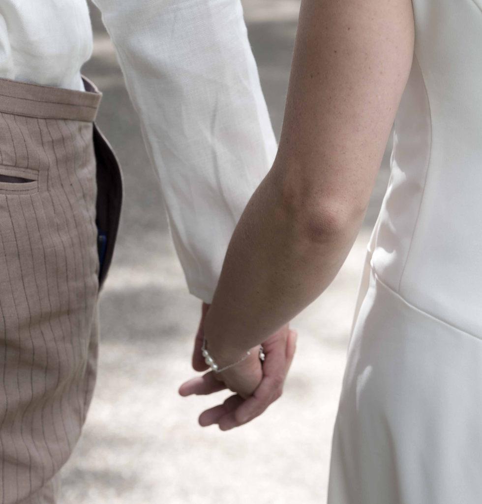 les mariés main dans la main