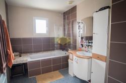 salle de bain d'une maison à vendre