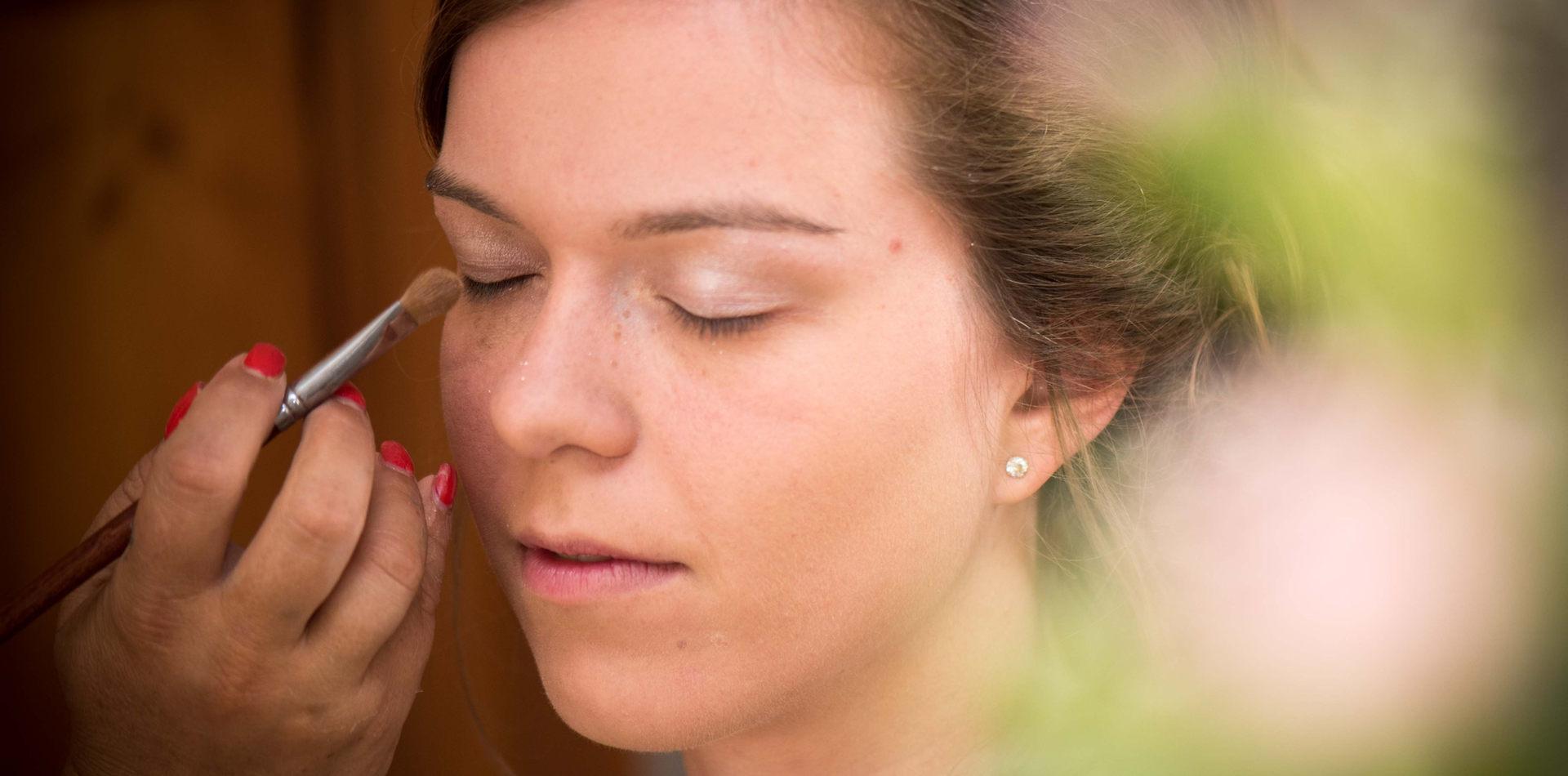 maquillage de la mariée, photo de mariage par Vincent Bidault