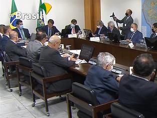 Bolsonaro anuncia sanção de projeto e discute ajuda a Estados