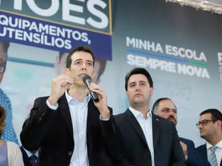 Secretário da Educação do Paraná se reúne com Bolsonaro e é cotado para lugar de Weintraub