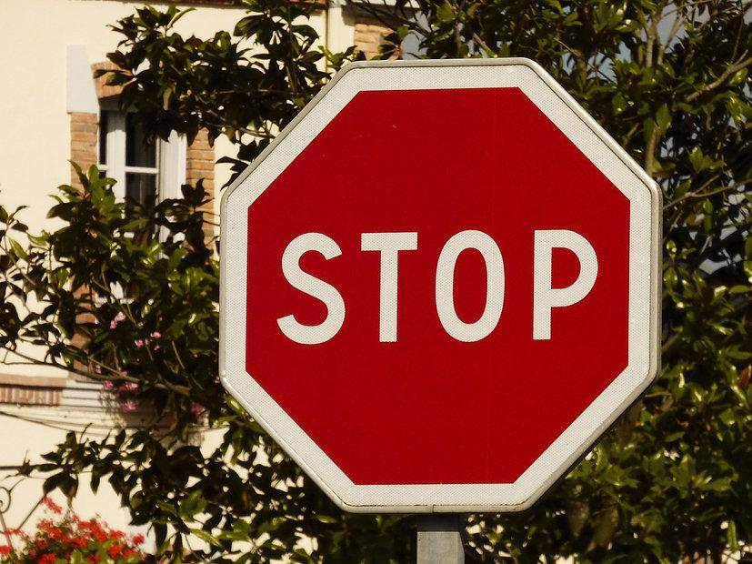 stop-1591529_1280.jpg