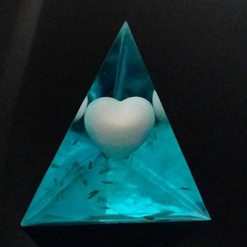 Pyramide mit Muttermilchherz