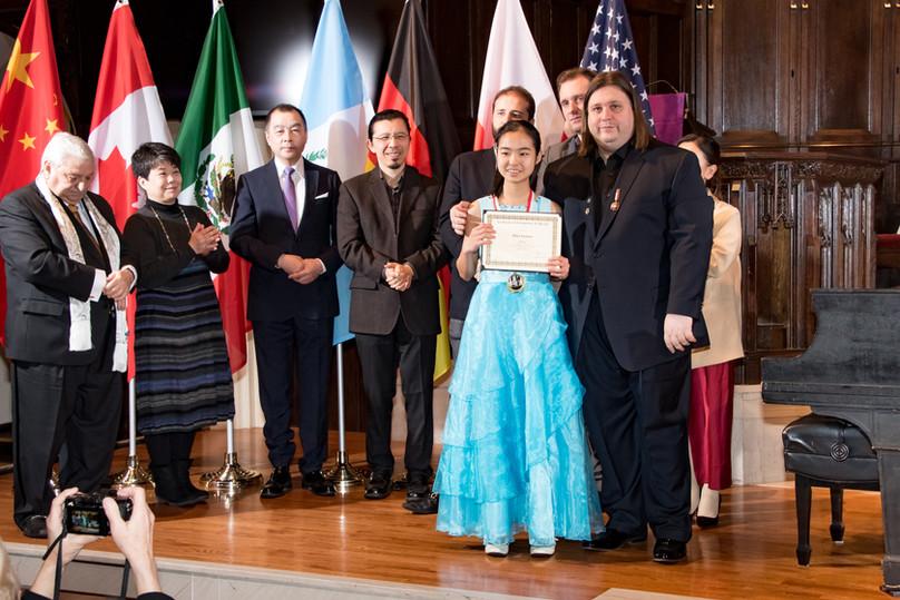 "Judges and Mina Isojima - I Prize, Category ""Junior"""