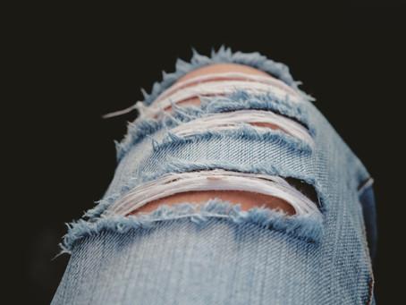 Wie zerrissene Jeans und sexuelle Gewalt an Frauen zusammenhängen ...