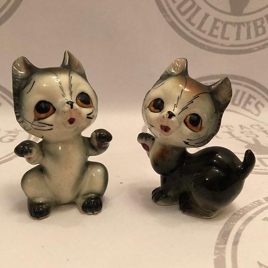 Adorable Kitschy Kittens / Cats / Kitty Figurine
