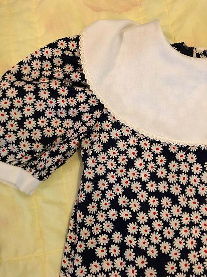 Blue dress with white daisy big wht collar sz 10