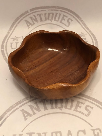 Vintage small wood bowl with scalloped edges / nut bowl / 6.5 inch / trinket bow