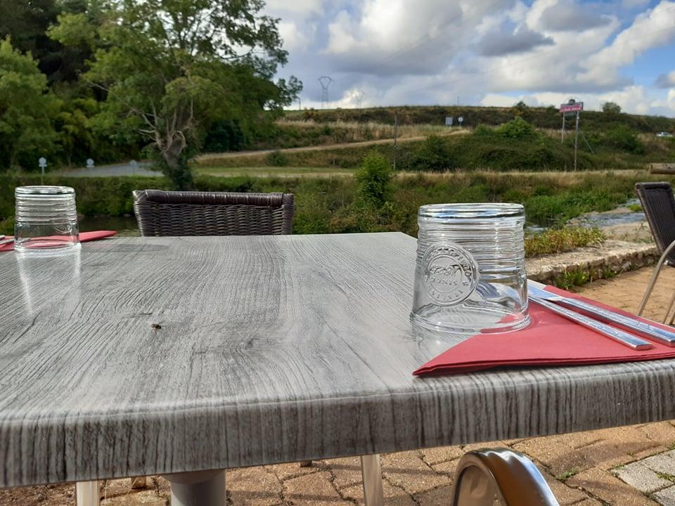 Pensez à réserver votre table en terrasse!