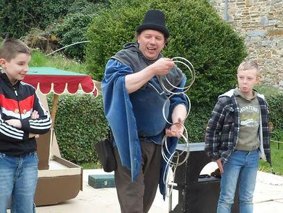 Magie pour enfants à la fête médiévale de Marche les dames