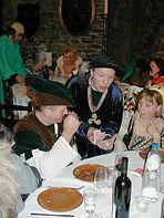 Spectacle de magie close up aux tables pour banquet et mariage médiéval