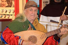 Freddy Pauwels dit marcabru joue de la musique médiévale - Luth arabe oud