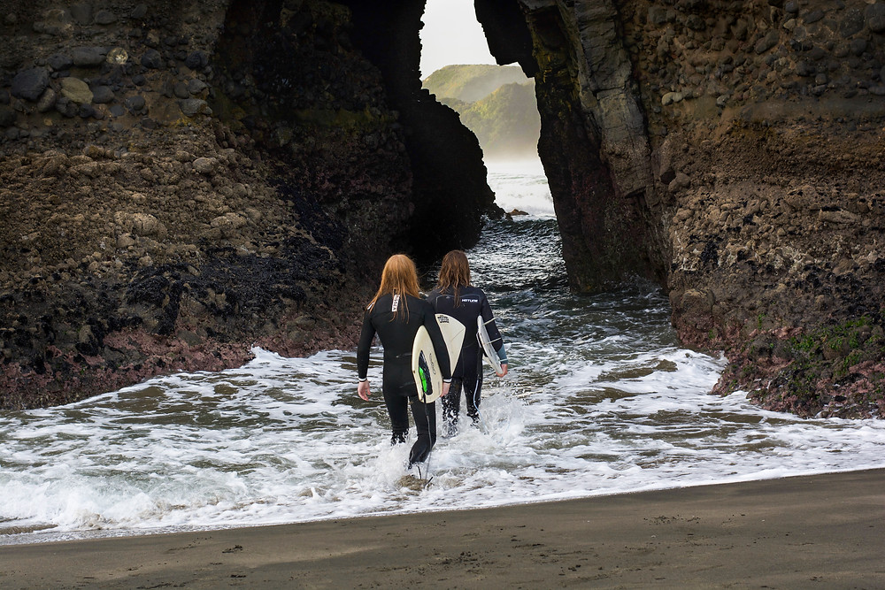 Surfing at Piha, Students