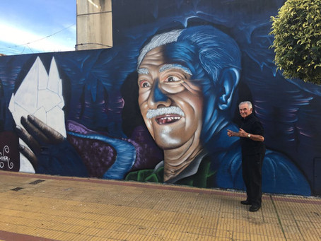 Un muralista local lleva su arte al exterior