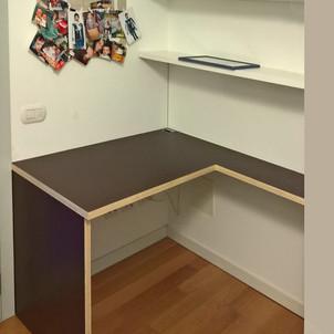 scrivania e mensole