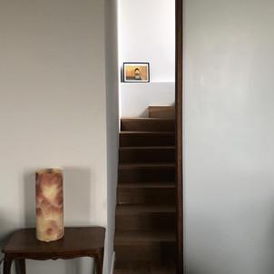 porta scorrevole divisoria con maniglia in massello a tutta altezza