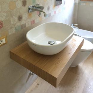 mensola in rovere porta lavabo