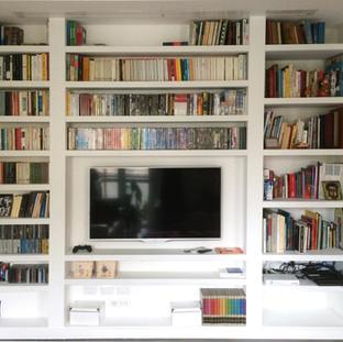 libreria su misura nel cartongesso laccata bianca