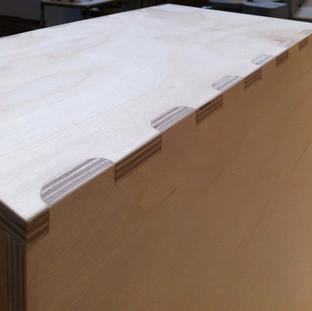 scatola in legno con incastri