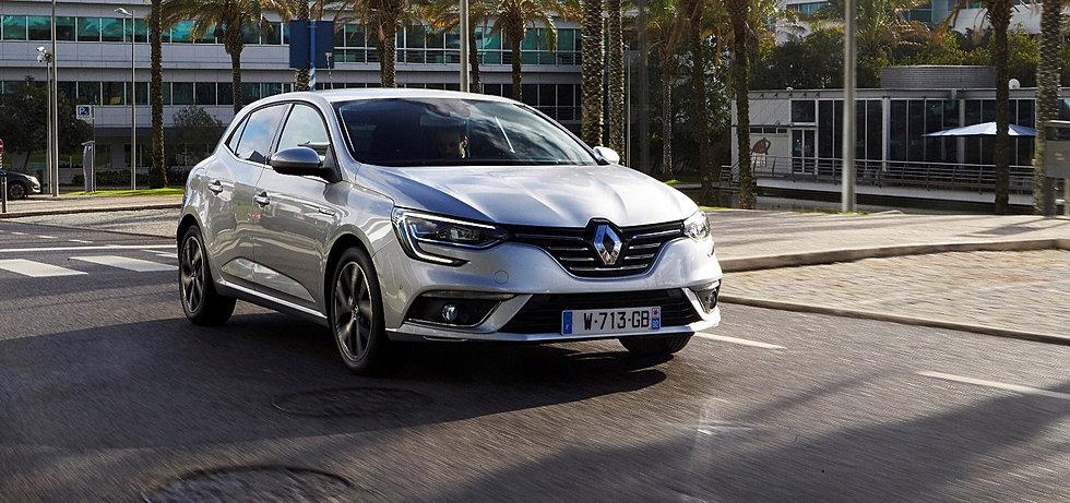 Renault agence de l 39 ardenne carrosserie garage la guerche for Garage la carrosserie toulon