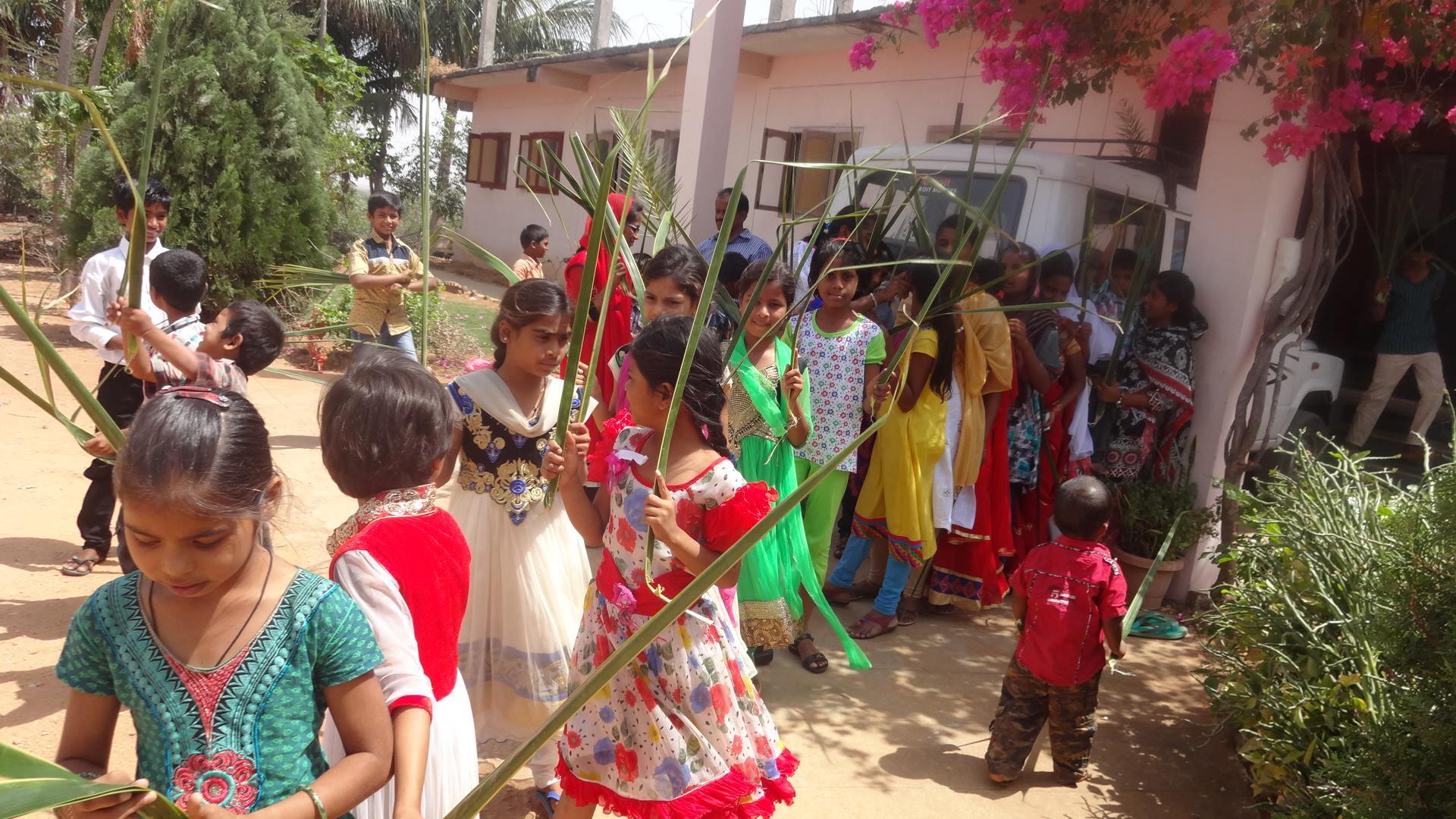 Orphelins fêtant les Rameaux d'Inde