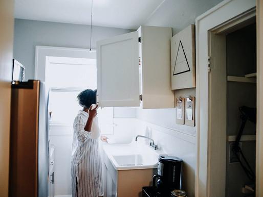 5 Essential Oils to Freshen Up Your Cleaning Regimen