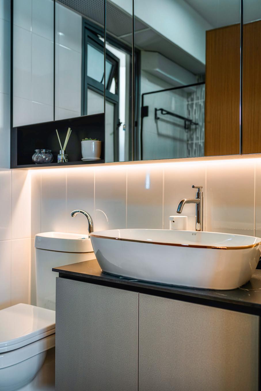 Strathmore Ave | Bathroom